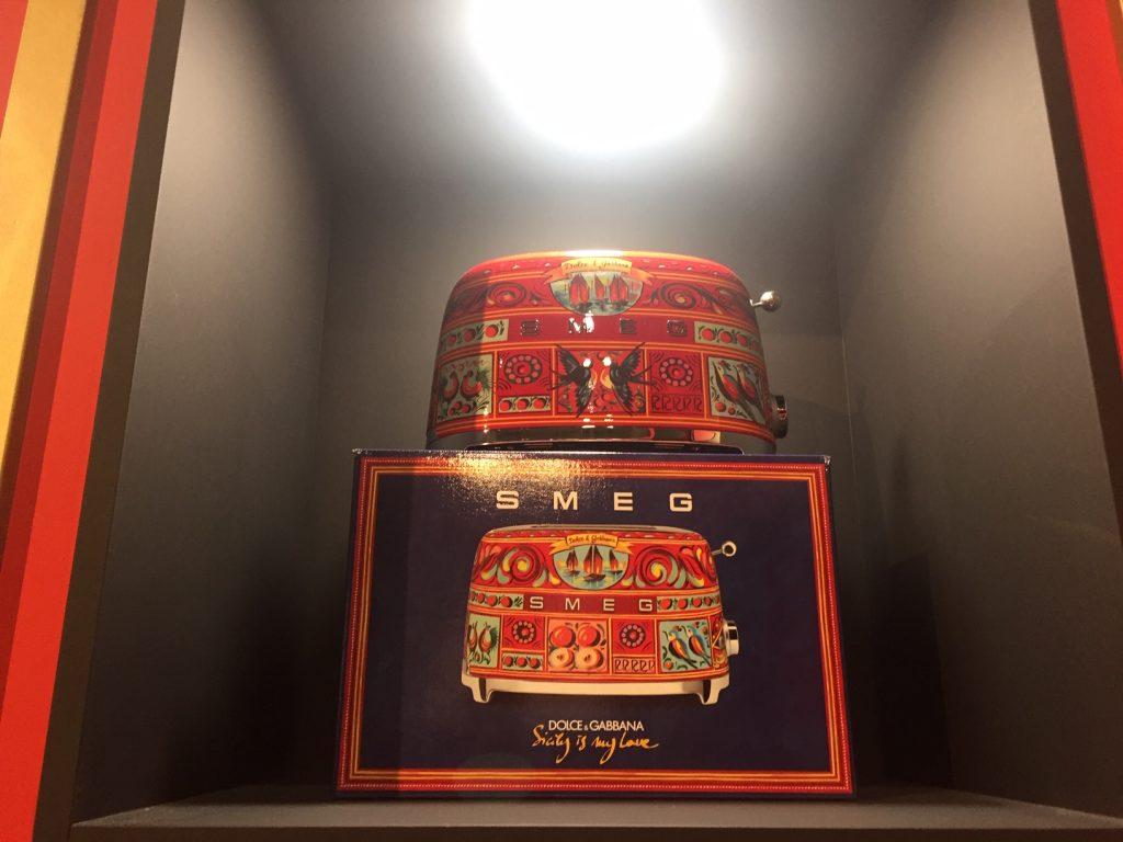 IDS Toronto 2019 - Smeg Dolce & Gabbana toaster