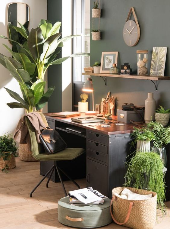 Making Spring Cleaning Look Good: Office Organisation - Artists Desk
