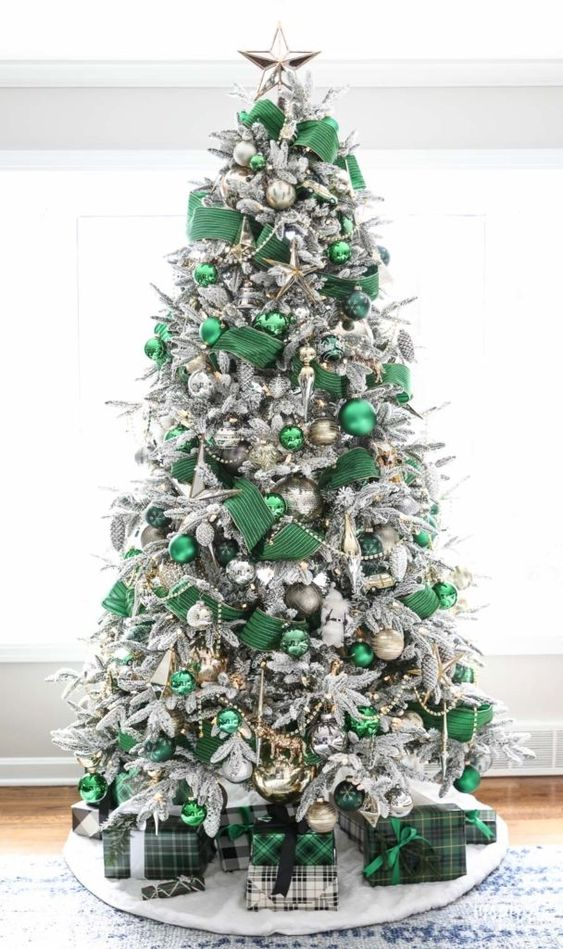 Silver and Green Tree - 20 Gorgeous Christmas Tree Decoration Ideas To Try This Year: A beautiful and elegant silver and emerald green Christmas tree to make a statement. @chloedominik #christmastree #christmastreeideas #silverandgreenchristmas #silverandgreenchristmastree