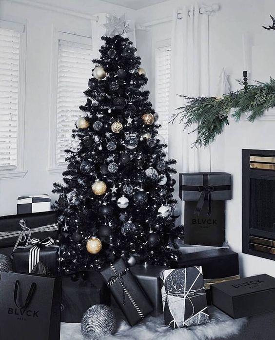 20 Gorgeous Christmas Tree Decoration Ideas - Black sparkly Christmas Tree