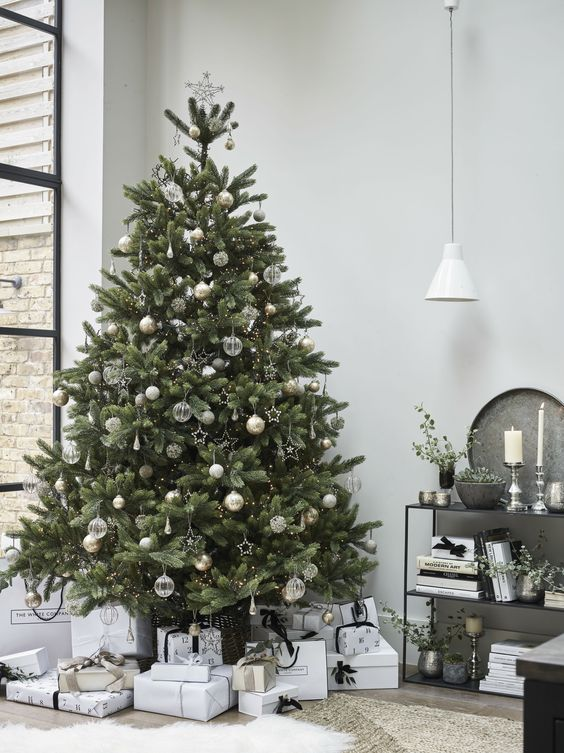 Silver & Clear Decor Tree - 20 Gorgeous Christmas Tree Decoration Ideas To Try This Year: A modern and simple Christmas tree with clear and silver decoration from The White Company @chloedominik #christmastree #christmastreeideas #whiteandsilverchristmastree #whiteandsilverchristmastreedecor #modernchristmastree #thewhitecompany