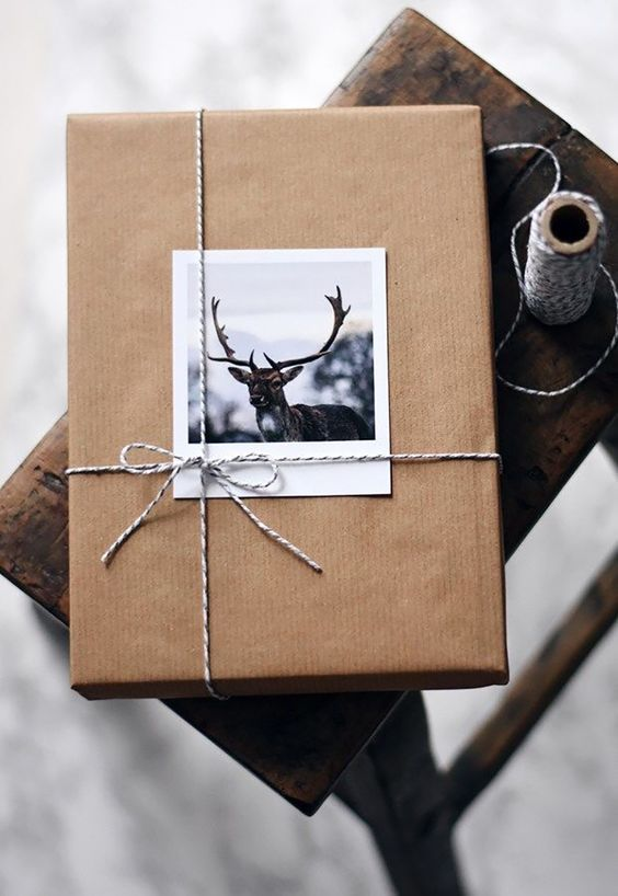 Polaroid Photo Gift Present - 20 Creative Ways To Gift Wrap Your Presents This Christmas - A cute and personlized touch of adding a polaroid photo as a finishing touch and to write a little message on there. @chloedominik #polaroidideas #wrappingideas #giftwrapping #giftwrappingideas #giftwrappinginspiration #christmaspresentideas #creativegiftwrapping