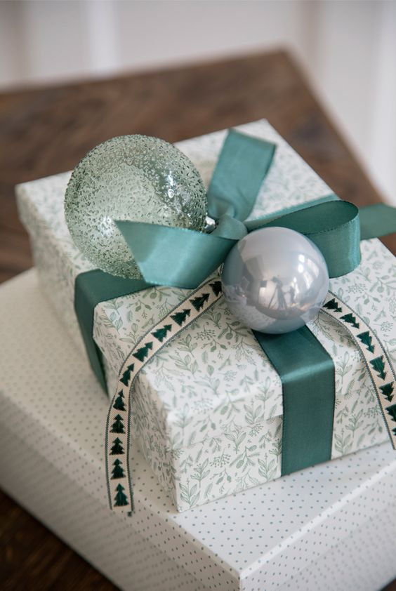20 Creative Ways To Gift Wrap Your Presents This Christmas - Bauble decor presents