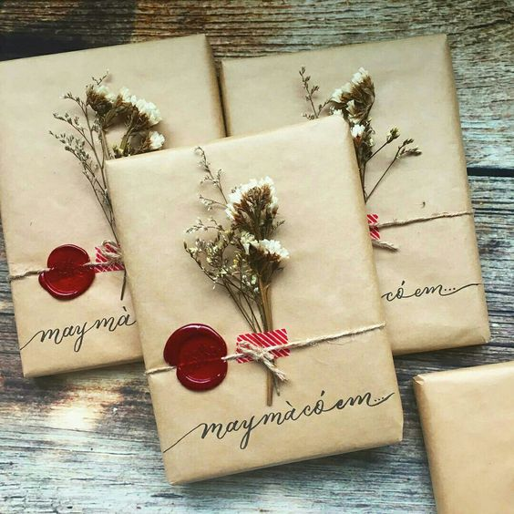 20 Creative Ways To Gift Wrap Your Presents This Christmas - Wax Sealed Dried Flowers
