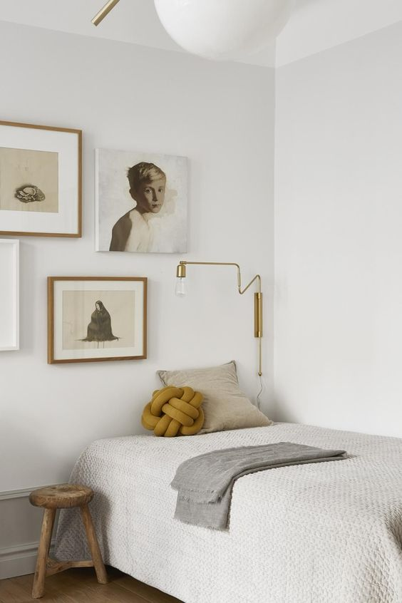 9 Tricks To Make A Small Bedroom Look & Feel Larger - Minimal Furniture