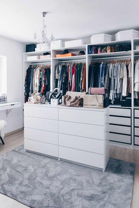 Drawers in the middle of the wardrobe
