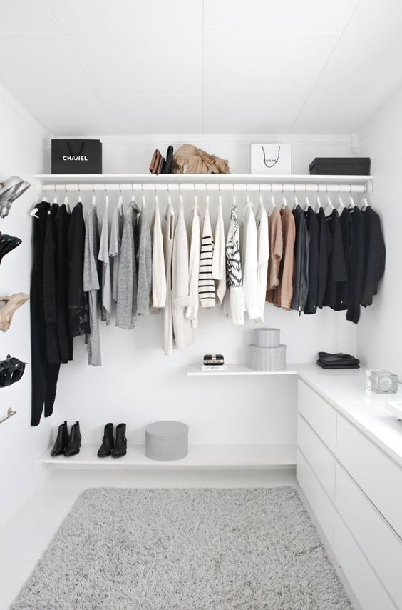7 Simple Daily Tidy Closet - Tasks To Keep Your Home Organized: Keeping your clothes in a closet or neatly in drawers helps in reducing mess and stress in your home. @chloedominik #homeorganization #closetorganization #homeorganizationideas #dailyhometasks