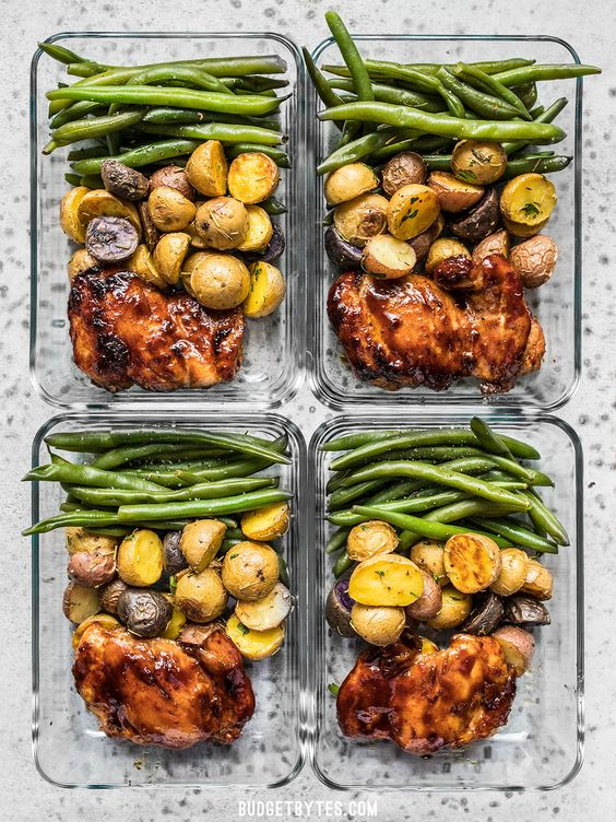 Dinner Meal Prep - 7 Simple Daily Tasks To Keep Your Home Organized: Prepping enough food for a few days is a good way to keep organized and to give more time to yourself when you need it. Chicken, potatoes and green beans is an easy meal and healthy to keep you going for a few days. @chloedominik #foodprepfortheweek #mealprep #dinnerprepideas
