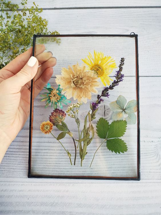 Floral Botanical Artwork - 7 Ways To Get Affordable Artwork For Your Home: Pressed flowers in floating frame make the prettiest artwork for your home. With only the frame to pay to for. @chloedominik #pressedflowerart #botanicalart #pressedflowerart #pressedflowersframed #botanicalartwork