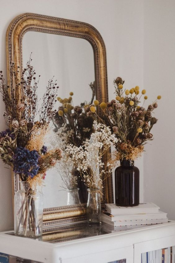 Elegant Dried Flowers Decor - September Pinterest 2020: Top 15 Inspiration & Ideas: Dried flowers make a beautiful Fall decor arrangement when paired with an antique brass mirror. A simple way to add some Fall decor to the home. @chloedominik #falldecor #falldecorideas #elegantfalldecor #driedflowers #driedflowerarrangements #driedflowersdecor #driedflower #driedflowersideasdecor