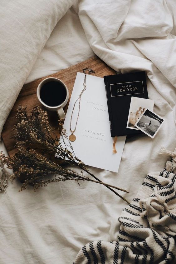 Beautiful Bed Flat lay - August Pinterest 2020: Top 15 Inspiration & Ideas: A perfect late morning in bed flat lay capturing old memories, favourite treasures, cozy blankets and dried flowers while sipping on a coffee. @chloedominik #bedflatlay #beautifulflatlay #bedflatlayphotography #beautifulflatlayinspiration