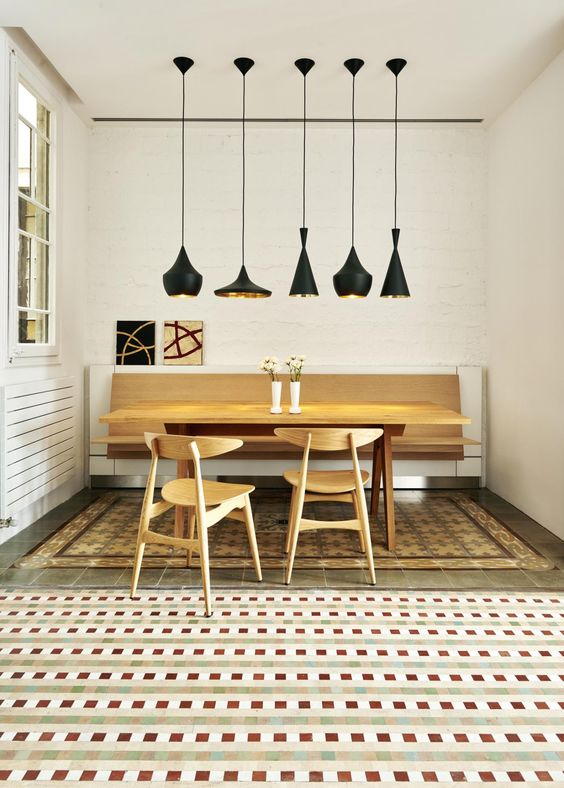 Lighting Ideas Breakfast Nook - 8 Popular Pendant Lights & Dupes That Will Look Great In Any Room: Mixing up the lighting over a dining table or a breakfast nook is a great way to add interest while keeping some line of familiarity in the scheme like the colour like with these different shaped pendant beat black hammered lights from the Tom Dixon lighting collection. @chloedominik #pendantlights  #popularlightfixtures #lightingideasbreakfastnook #tomdixonlighting #tomdixonbeatpendant