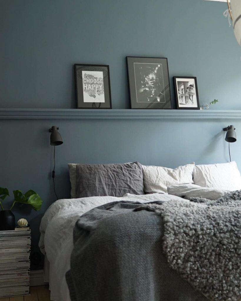 Blue Bedroom Wall Ledge - 10 Quick Basic Tips To Good Bedroom Feng Shui: A beautiful dusky blue calming bedroom colour with wall ledge above the bed for decor to show off wall art. A perfect colour to tie in with the feng shui bedroom vibe. Interior Caroline Ulkner #fengshui #fengshuibedroom #fengshuibedroomcolours #fengshuibedroomtips #fengshuibedroomideas #bedroomtips #bedroomideas