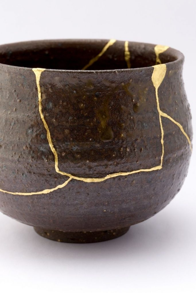 Kintsugi Black Vessel - 7 Ways To Achieve The Beautiful Wabi Sabi Aesthetic In Home & Life: The Japanese art of Kintsugi is where broken ceramic objects have been put back together using gold lacquer as the glue to create a beautiful and unique object, recycling and accentuating the flaws in the brokenness. kintsugi| japanese decor| wabi sabi| wabi sabi life